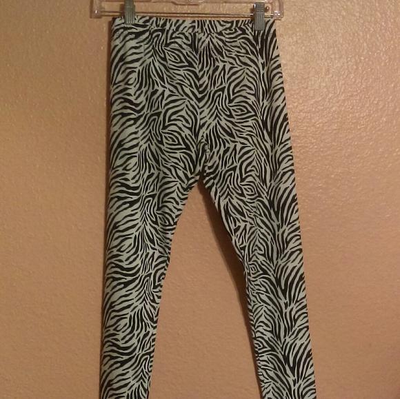 11-13 Tropical LOVE No Boundaries Women/'s Juniors Capri Leggings Size Large